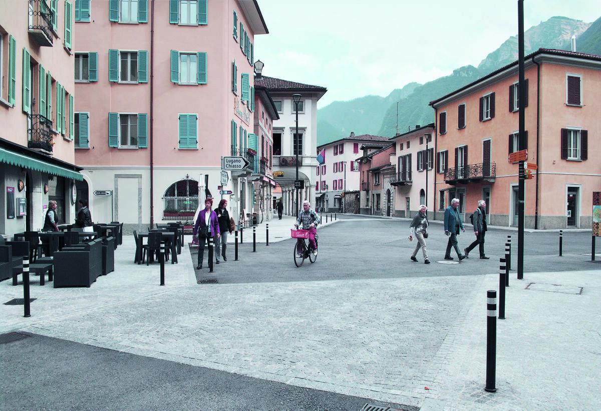 Piazza Grande in Riva San Vitale von Planidea. Bilder: Jurij Bardelli