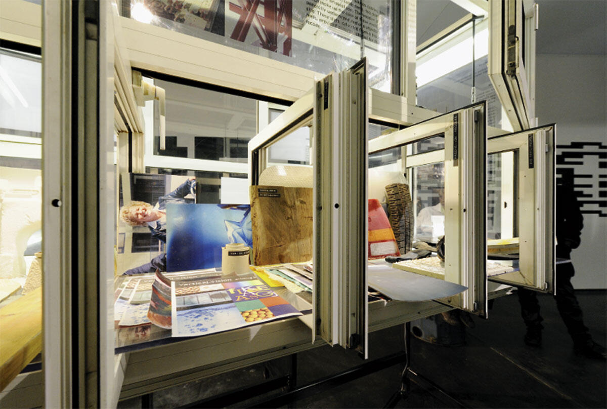 Fensterelemente als Ausstellungssystem in der Ausstellung über 2012 Architecten in Dordrecht, 2009.