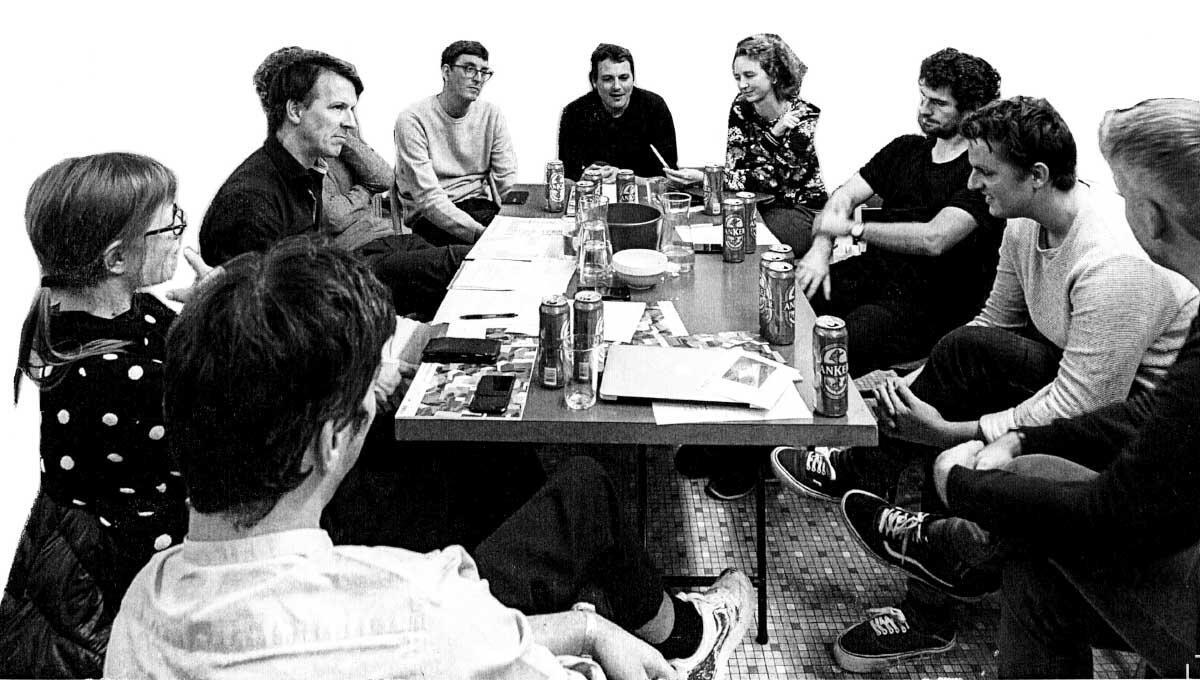 Wie kommt es dazu, dass die Basler Architekturszene samstags um neun Uhr morgens kollektiv ein Grundriss-Rätsel löst? Das Netzwerk Architekturbasel muss es wissen. So nennt sich die Gruppe von Architekturschaffenden, die hinter den Rätseln steckt. Mit der Devise «Einmischen» stehen die jungen Basler in ihrer Stadt nicht alleine.