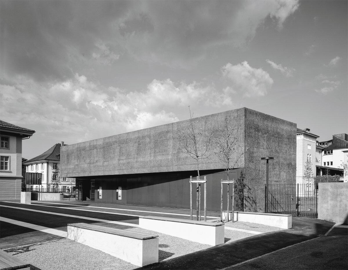 Oberirdisches Bauvolumen, öffentlicher Zugang an der Westfassade