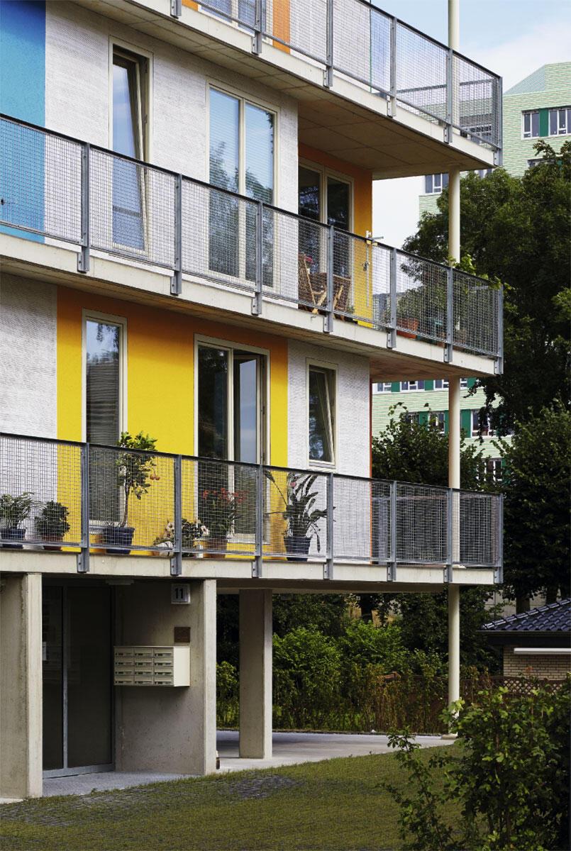 Anders als von den Architekten gedacht, haben die Stockwerk Eigentümer einen einheitlichen Ausdruck gesucht und BeL-Architekten auch mit dem Fassadenentwurf betraut. Das Haus nimmt jedoch alle möglichen Grundrisse von Zellentypus bis zum Loft auf.