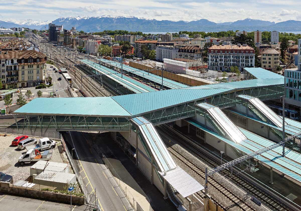 Mit dem Rayon vert, der breiten, oberirdischen Passerelle über den umgebauten Bahnhof Renens, bauten die Gemeinden des Ouest Lausannois in ihrer Mitte eine symbolische und stadträumliche Klammer.