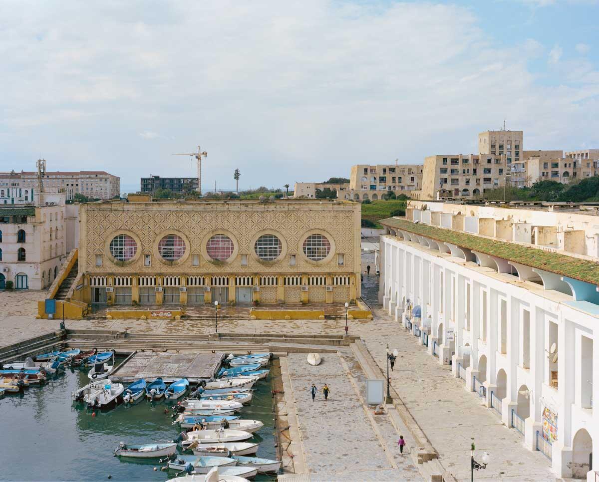 Das Hafenbecken mit dem Restaurant und Festsaal, dem Hotel El Marsa (rechts)bund dem Hotel El Manar im Hintergrund. Bild: Leo Fabrizio