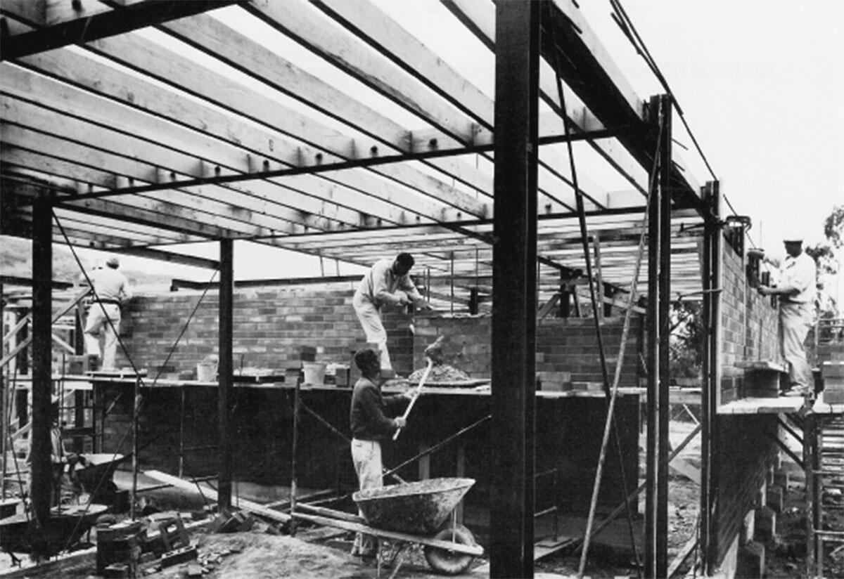 Craig Ellwoods Case Study House No 17 (Beverly Hills, 1954-55) im Bau.