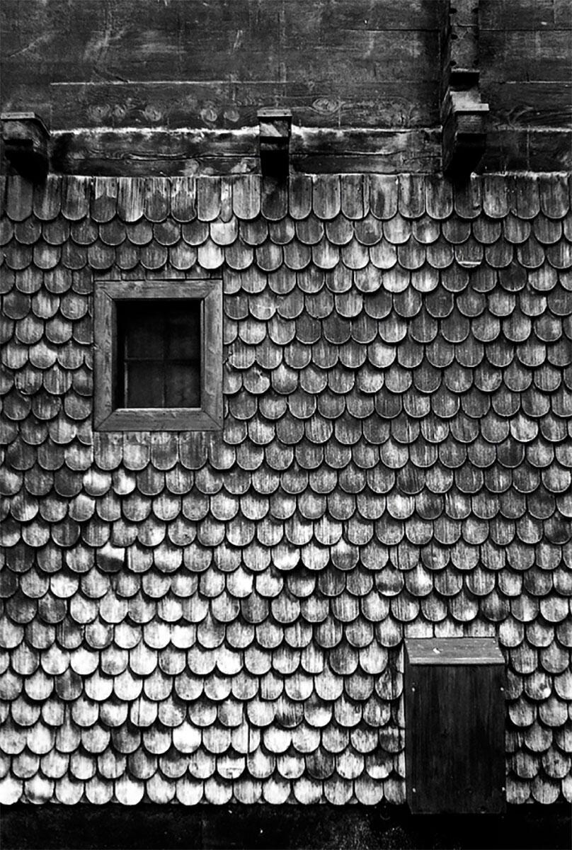 Mit Schindeln verkleidetes Holzhaus als typische Referenz der Gegend. Bild: TEd\\\\\\'A