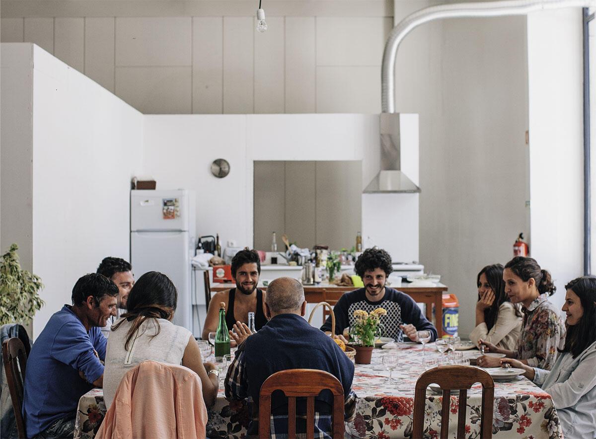 Geldmangel als Anlass zu einer kreativen Idee: Der portugiesische Beitrag zur Architekturbiennale Venedig 2014 fand hauptsächlich in einem leer stehenden Ladengeschoss in Porto statt, das LIKEarchitects mit einfachsten Mitteln zu einem Treffpunkt für Architekten und Anwohner umbauten.