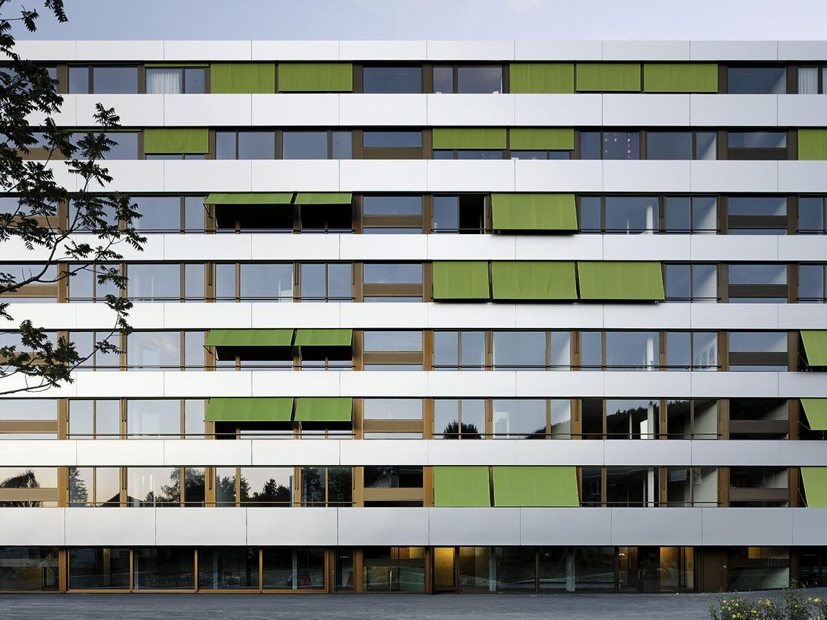 Ansicht von Südwesten: Das Wohnhaus von Adrian Streich Architekten auf dem Diener-Areal in Zürich-Schwamendingen.