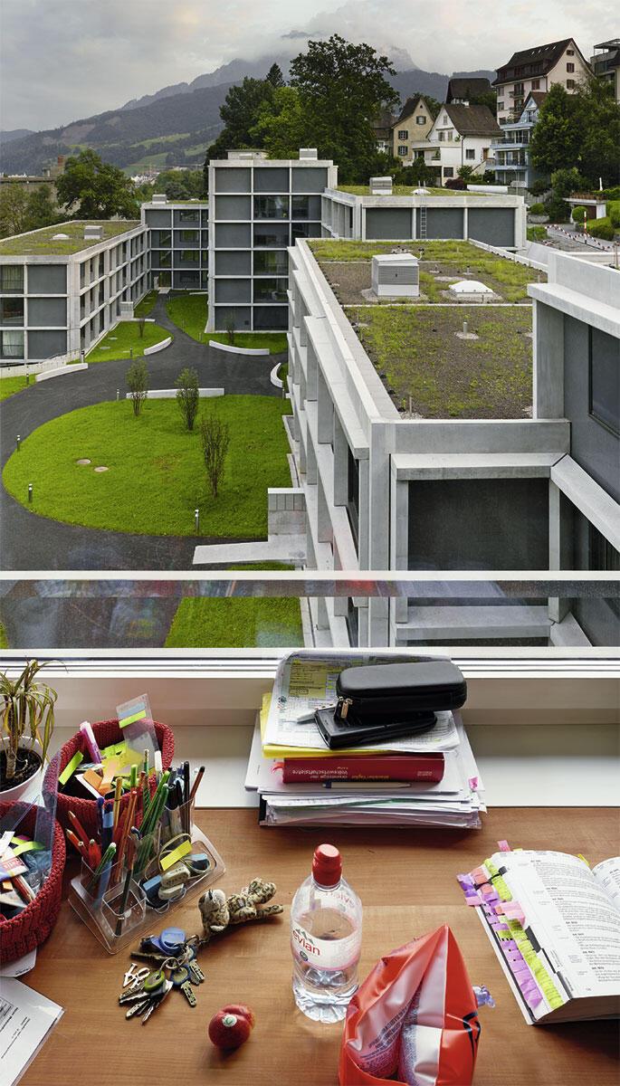 Wohnhäuser für Studierende von Durisch + Nolli: Blick vom sechsgeschossigen Kopfbau in Luzern auf die Siedlung und ihre Umgebung.