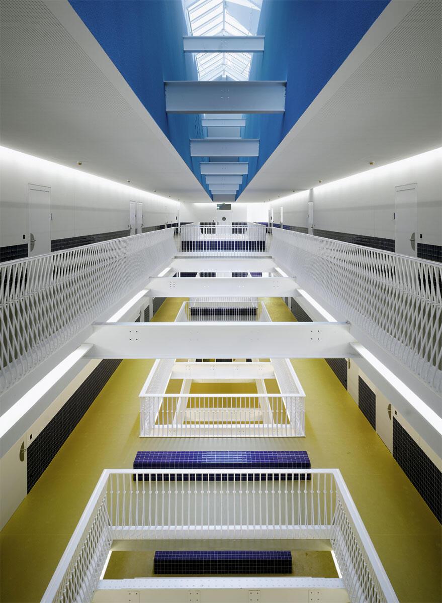 Neues Atrium im ehemaligen Fabrikgebäude