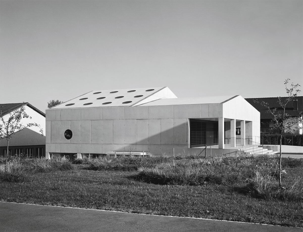 Der Neubau lässt die Nutzung als Kirche nur erahnen