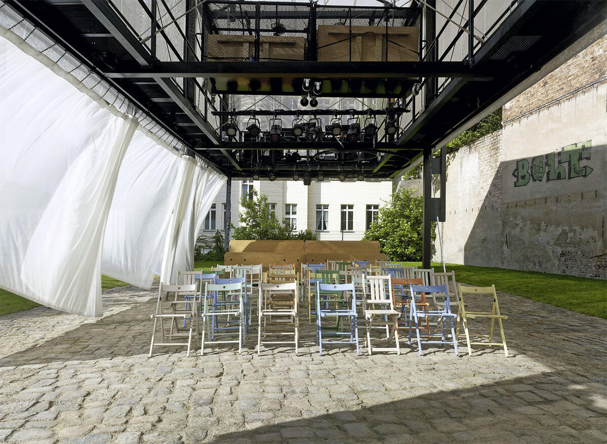 Im Sommer 2012 landete der Pavillon des BMW Guggenheim Labs, entworfen vom Tokioter Atelier Bow-Wow, auf dem Berliner Pfefferberg.