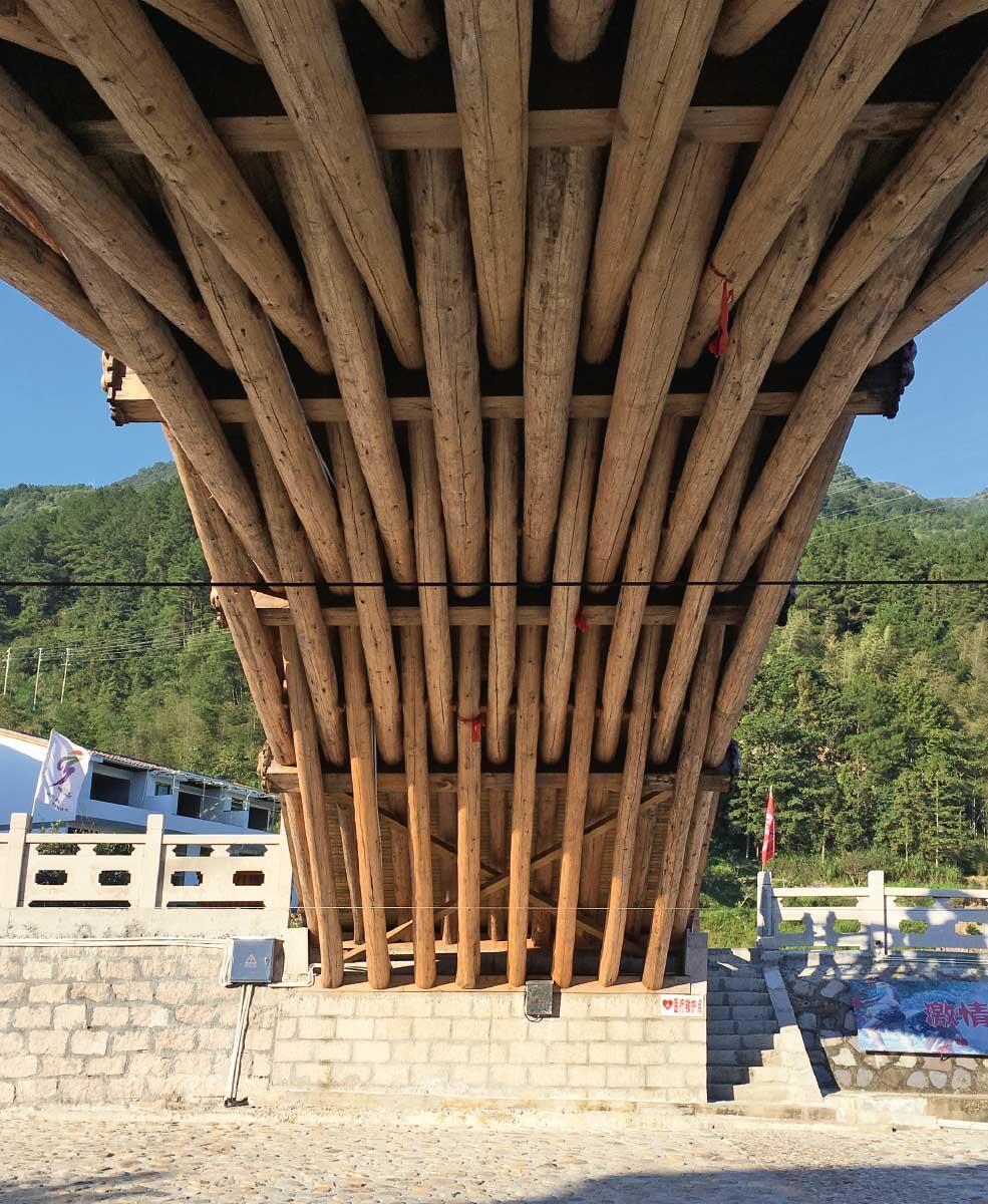 In einer Regenbogenbrücke verweben sich acht Balken des Haupt- und neun Balken des Nebenbogens.  Bild: Su Xudong