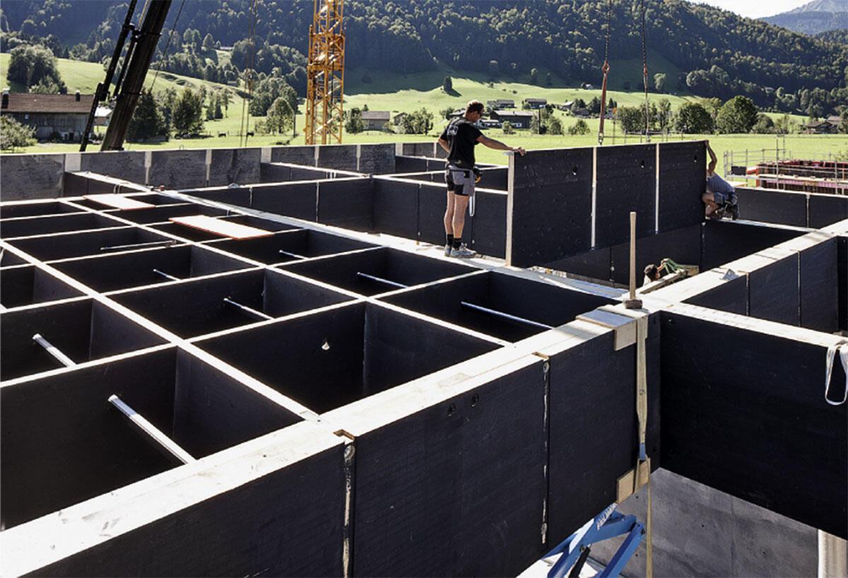 An zahlreichen Modellen bis zum Massstab 1:1 – wie hier in der Dachkonstruktion – prüfte und präsentierte das Team von Peter Zumthor dem Werkraum und seinen Mitgliedern seine Entwurfsideen.