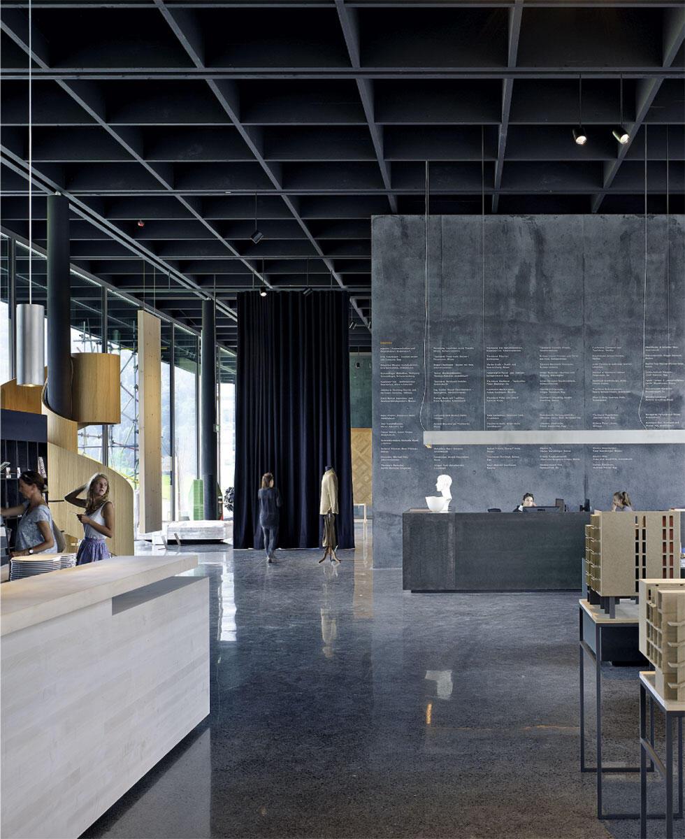 Restaurant und Bar im Oststeil des Werkraum-Hauses schaffen einen regionalen Treffpunkt.