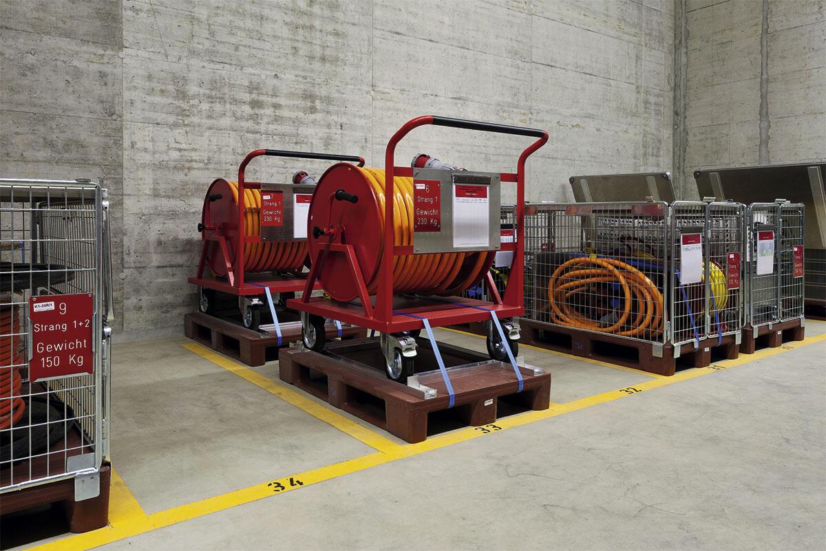 Diverses Elektromaterial (Kabelrollen, Verteiler, Belichtungsmaterial und Kleinteile).