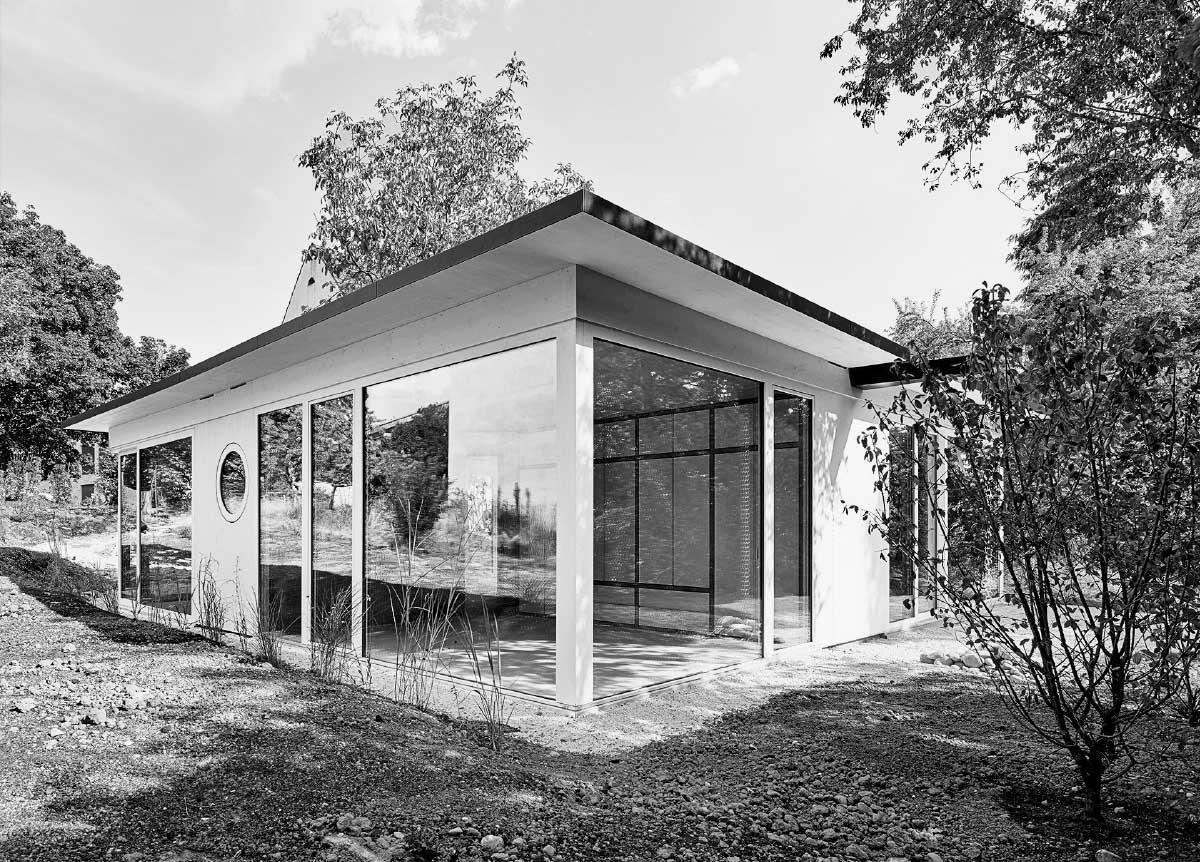 Federleicht und transparent steht das Movable House im Gartengrundstück. Bild: Weisswert