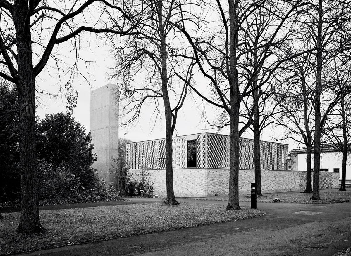 Das Krematorium Friedhof am Hörnli, Basel muss mit wenig Fläche auskommen, die Technik ist in den Untergeschossen untergebracht. Bild: Rasmus Norlander