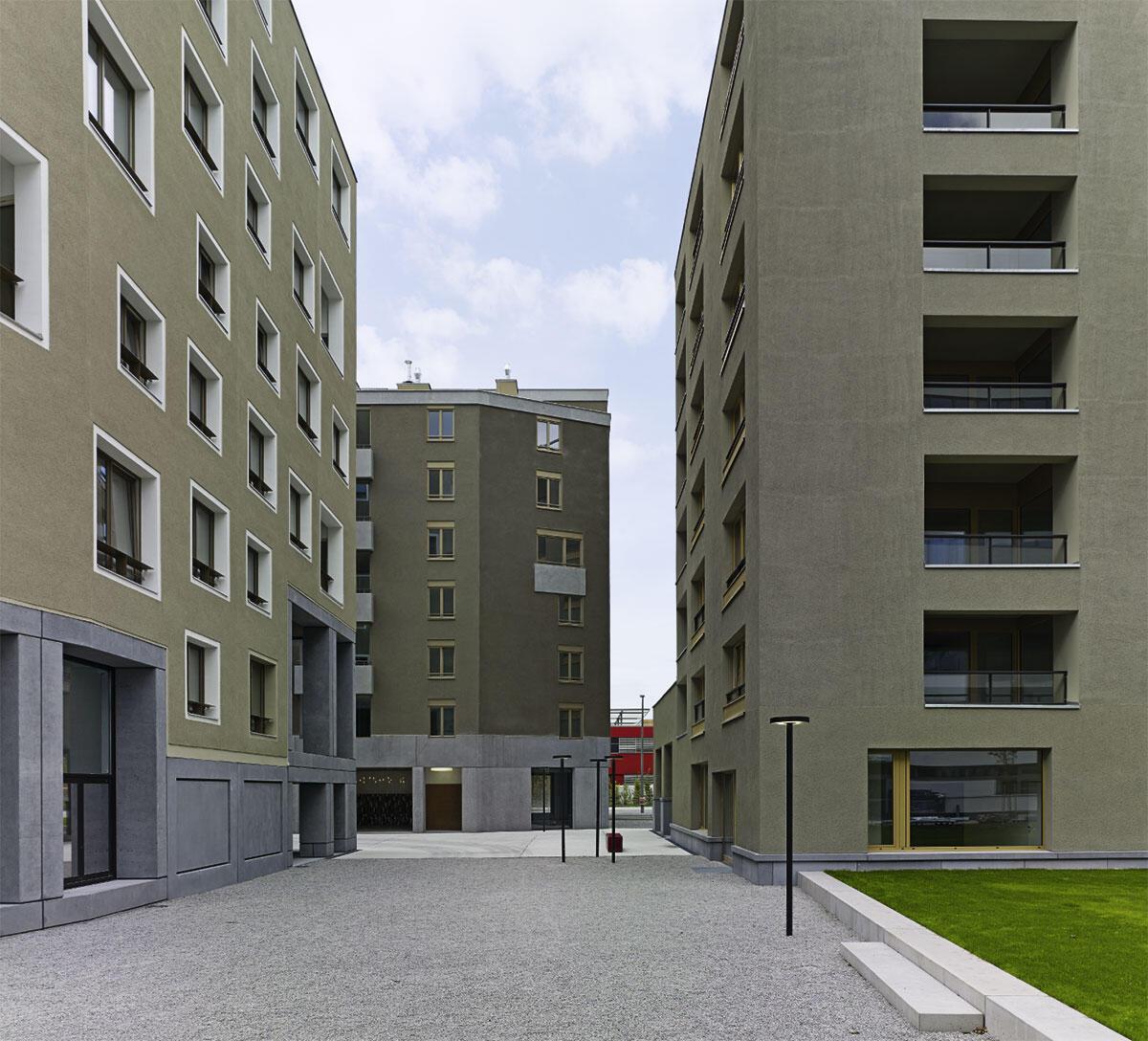Weder Blockrand noch Solitär – und doch vertraut: Blick in den städtischen Raum zwischen den Häusern von Werner Neuwirth, Sergison Bates und von Ballmoos Krucker (v.l.n.r).