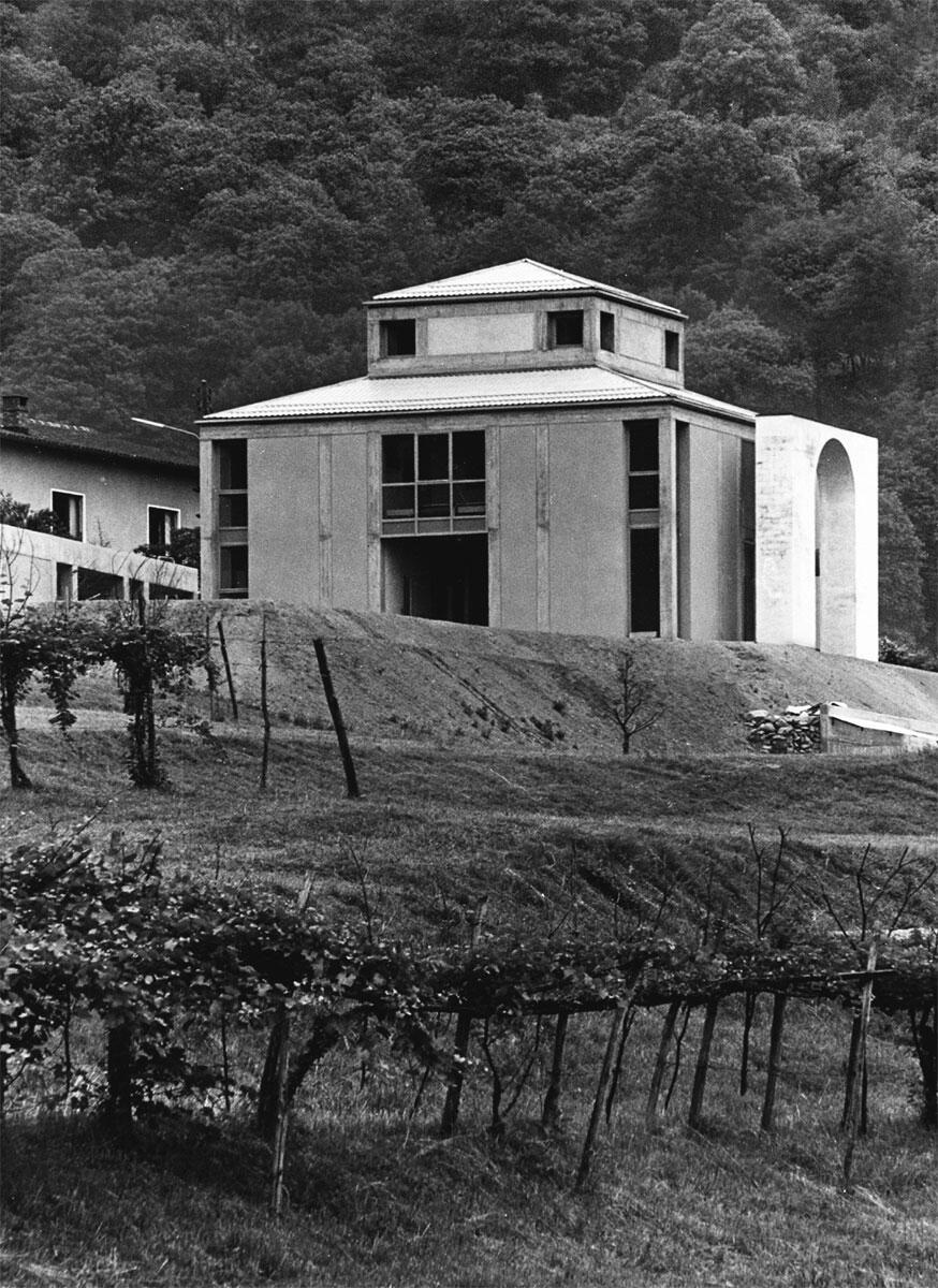 Die Casa Tonini in Torricella, eine Inkunabel der Postmoderne: Eine moderne Villa als Einfamilienhaus über palladianischem Grundriss im Luganeser Hinterland.