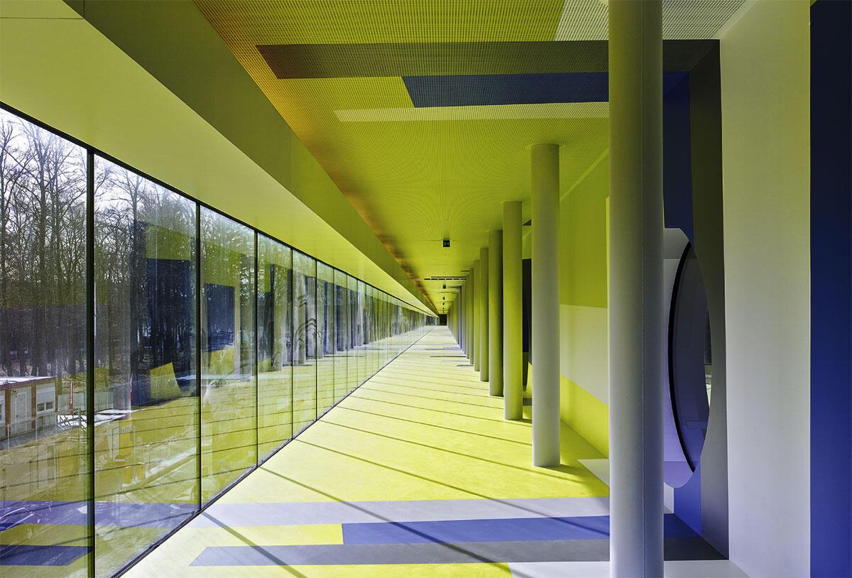 Maschine im Wald: Im «Promenadendeck» der Energiezentrale in Bern wird die Verwandlung von Kehricht in Energie für die Besucher zu einem linear nachvollziehbaren Prozess.