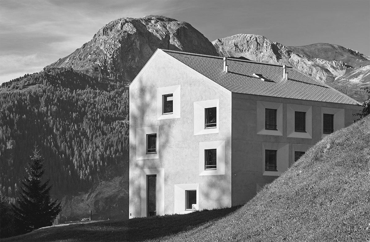Pensiun Laresch: Alpine Architektur, urbaner Komfort. Die Verarbeitung der Materialien aussen und innen folgt Authentizität und Einfachheit. Architektur: Architekten Gemeinschaft 4 Bild: Yannick Andrea