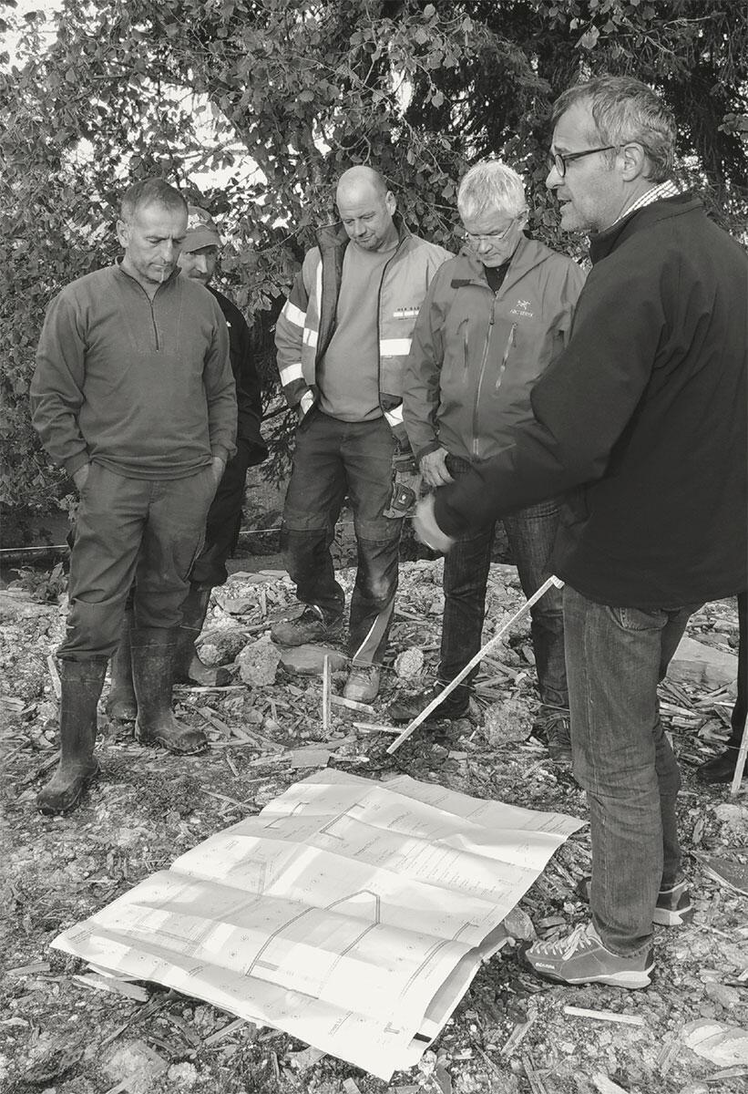 Zusammenarbeit als bürgerschaftliches Engagement. Freiwilliger Einsatz beim Bau der Kapelle Salgenreute in Vorarlberg. Bild: Archiv Bernardo Bader
