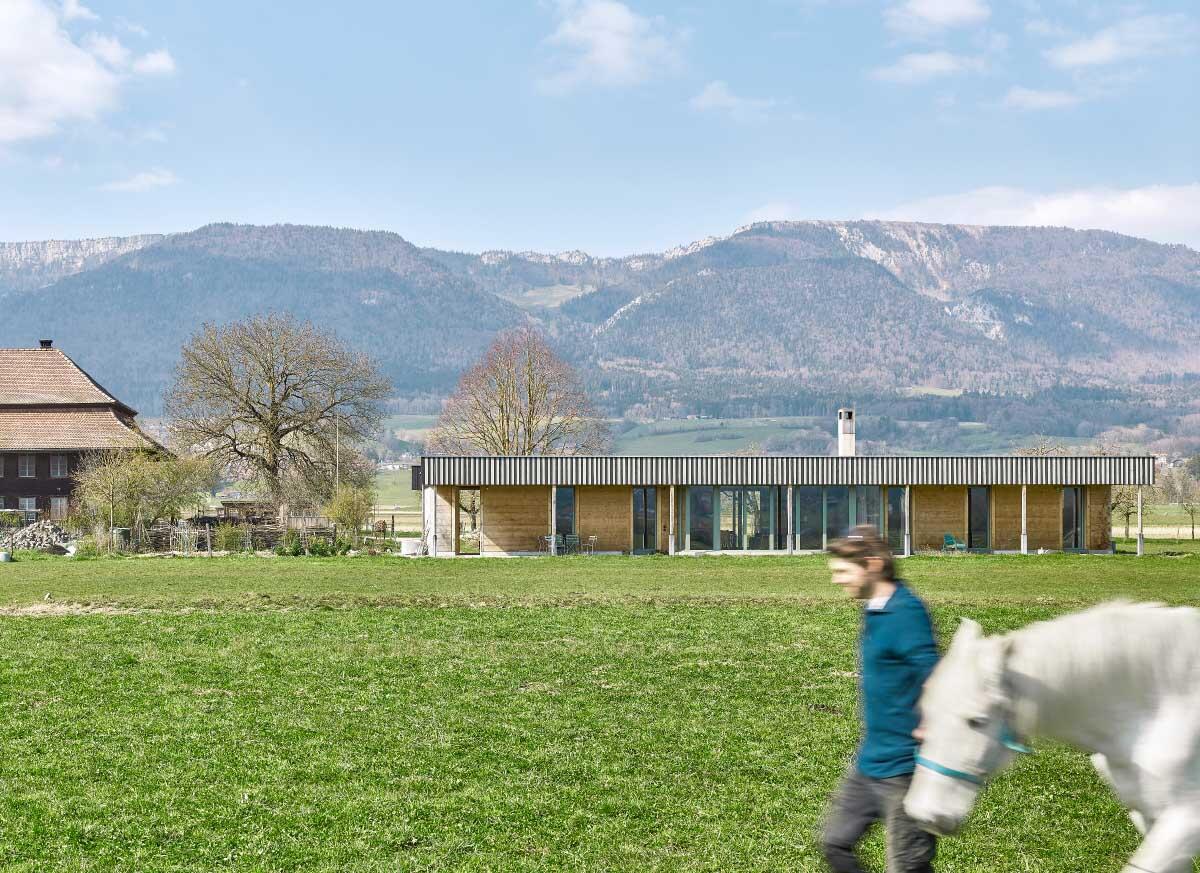 Die Eigenständigkeit des Stöcklis ist architektonischer Natur. Der Pavillon befindet sich in nächster Nähe zum Bauernhaus von 1808. Bild: Architekten