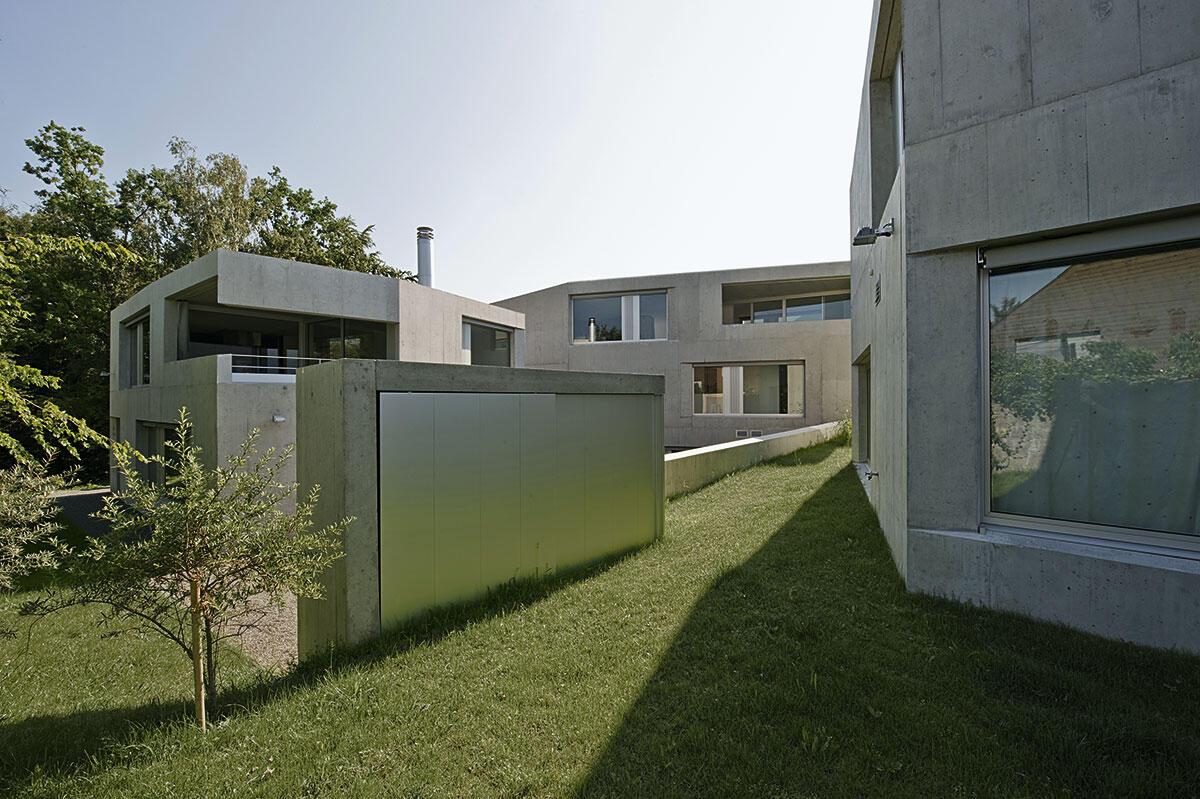 Blick in die gemeinsamen Grünräume zwischen den Betonkörpern