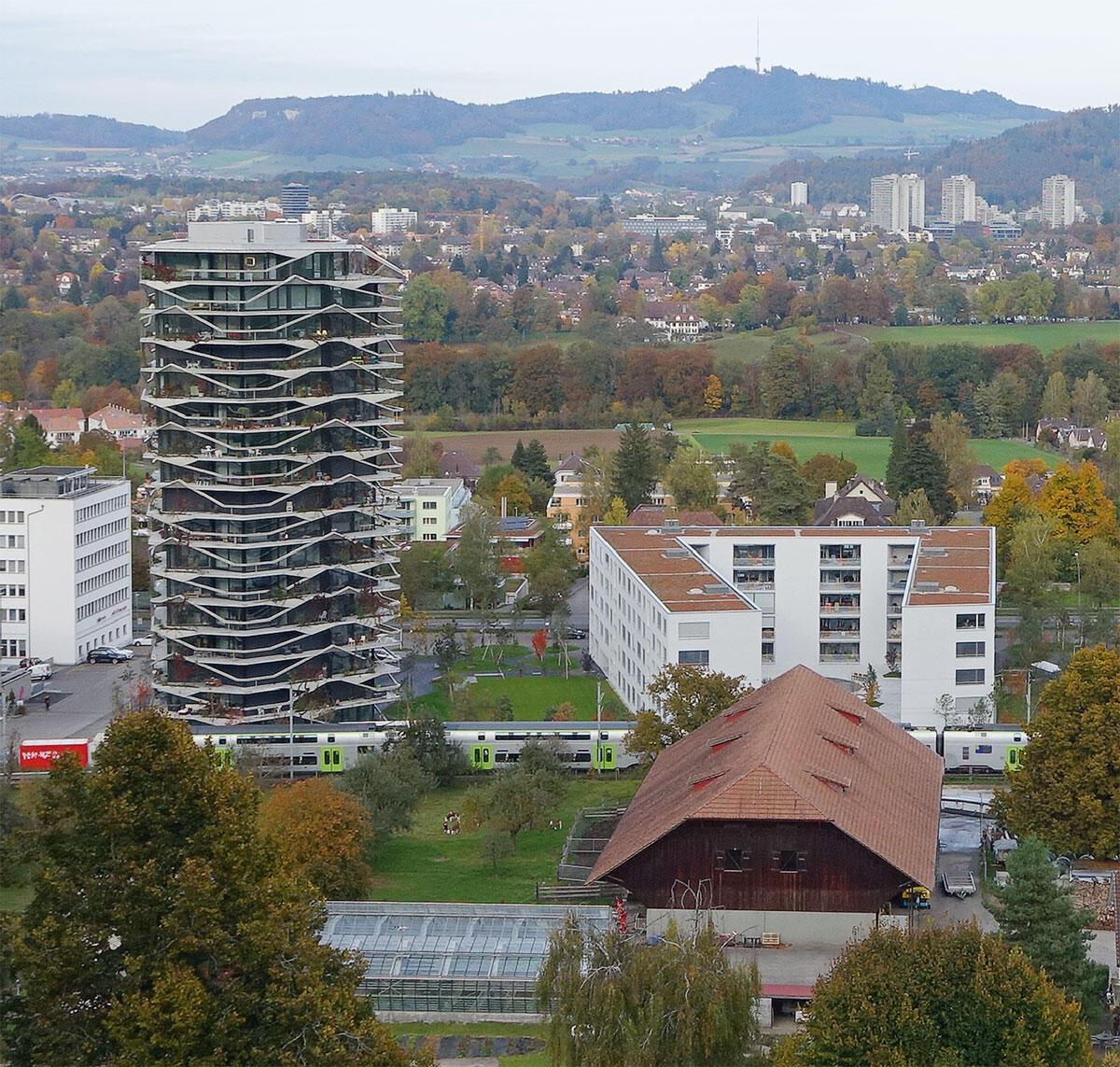 Bewegtes Flaggschiff in der Vorstadt: Der Garden-Tower von Buchner Bründler Architekten neben dem introvertierten Hofhaus von LVPH architectes.