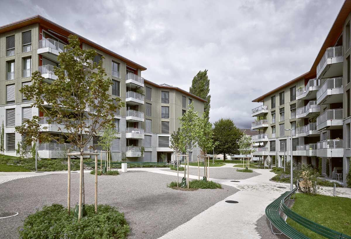Im Inneren hat die Siedlung Eyhof eine öffentliche Mitte. Bild: Roland Bernath
