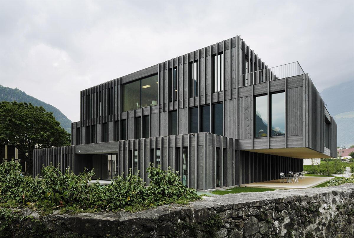 Aussenansicht der Therapiestelle Heilpädagogisches Zentrum Uri in Aaltdorf von Niklaus Gräber & Christoph Steiger Architekten.