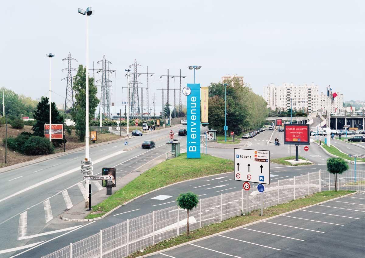 Rosny-sous-Bois, 2006. Der Fotograf Emmanuel Pinard hat die Landschaften und Stadträume in der Banlieue von Paris in grossen Bildserien festgehalten.