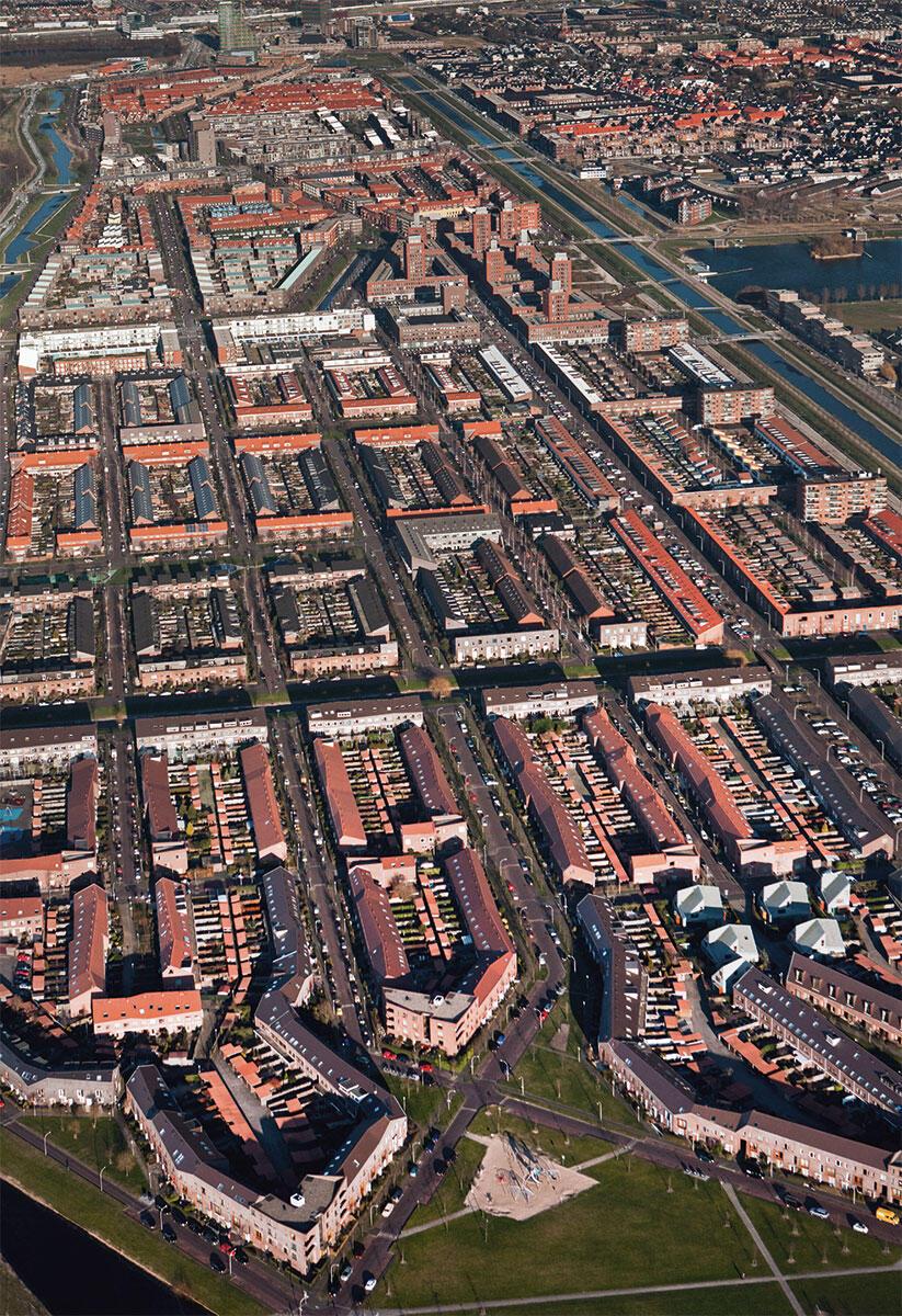 Die Faszination Holland wird gespiesen von der Beherrschung des Territoriums, das dem Meer abgerungen ist. Im Bild die neu angelegte Stadt Ypenburg, Masterplan von Frits Palmboom und van den Bout.