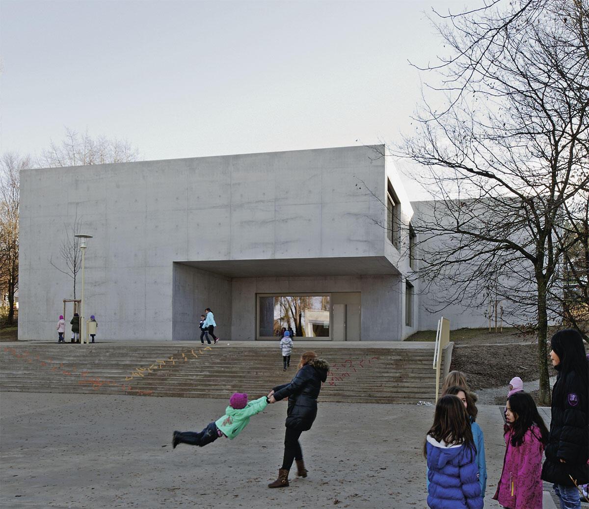 Schulhaus Heitera: Der Neubau im Schönberg-Quartier bildet den Abschluss einer im geneigten Terrain angelegten Abfolge von Schulen und weiteren öffentlichen Gebäuden.