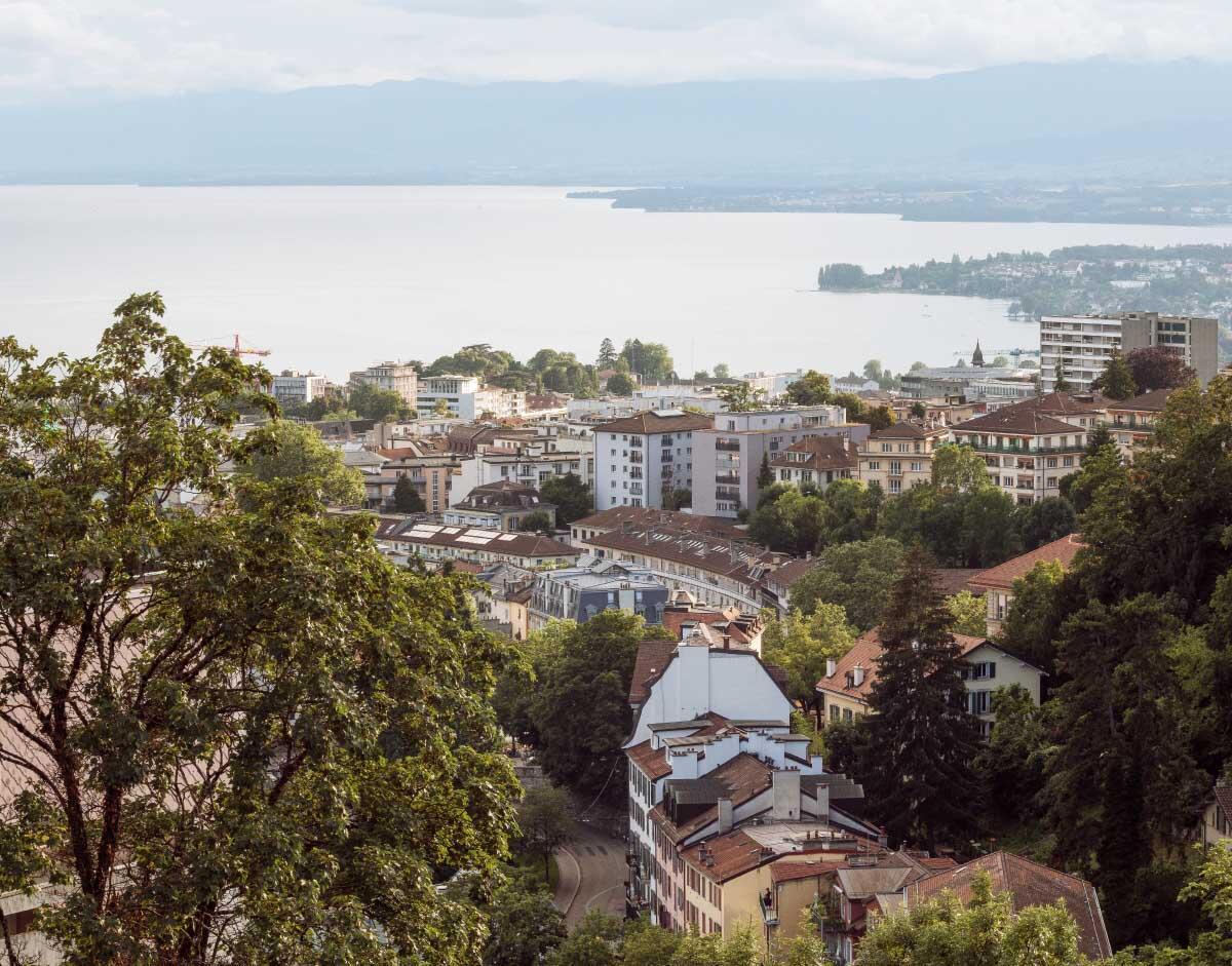 Stadt am Hang: Blick von der Höhe des CHUV über das Tal des Flon und das Stadtzentrum nach Westen. Bild: Eik Frenzel