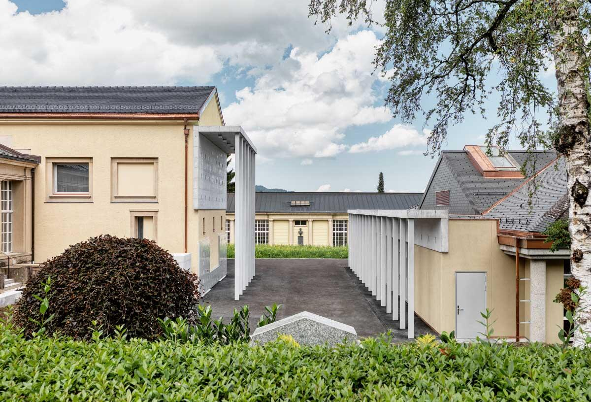 Der Abbruch alter Ofenhäuser eröffnet Blickbezüge, schafft Übersicht und einen Platz als neuen Versammlungsort auf der Friedhofanlage. Bild: Jürg Zürcher