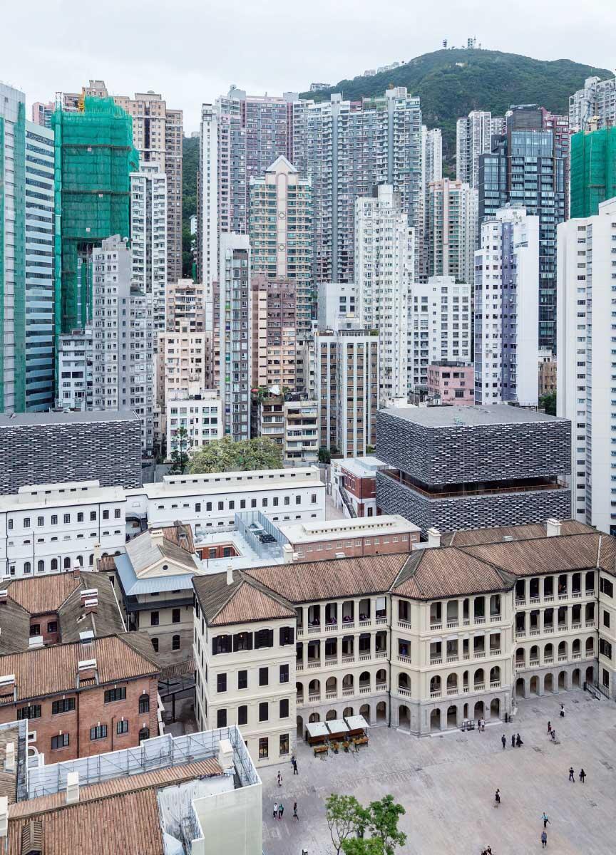 In der dichten Bebauung von Victoria ist Tai Kwun dschungel ebenso Rückzugsort wie Treffpunkt. Bild: Iwan Baan / Herzog & de Meuron