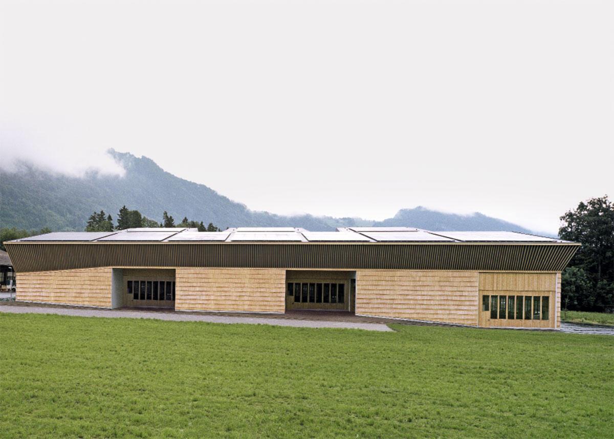 Die Produktionshalle gleicht zwar einem Ökonomiegebäude, entspricht aber in ihrem Volumen einem Bau im Gewerbegebiet.