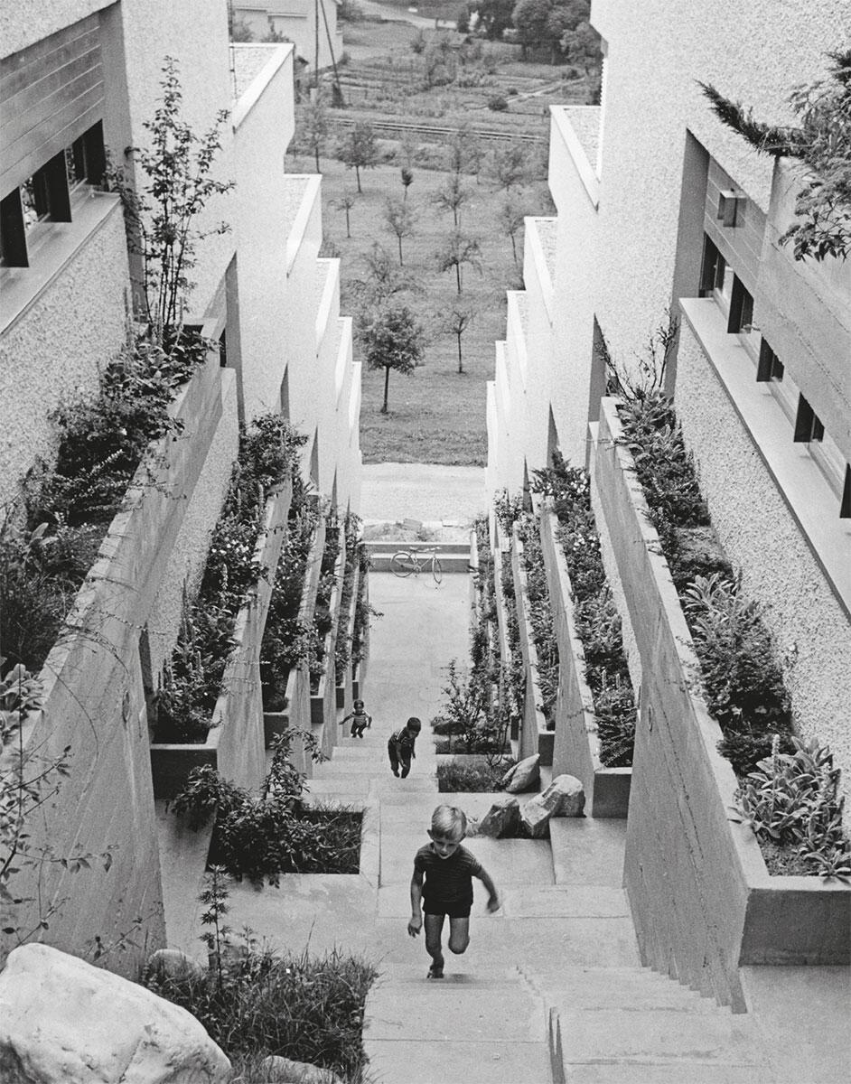 Anlehnung an mediterrane Bergstädte: Burghalde in Klingnau, 1959, die erste Terrassensiedlung des Team 2000. Erschliessung und halbprivate Schwellenzonen sind auf Begegnungen ausgelegt.