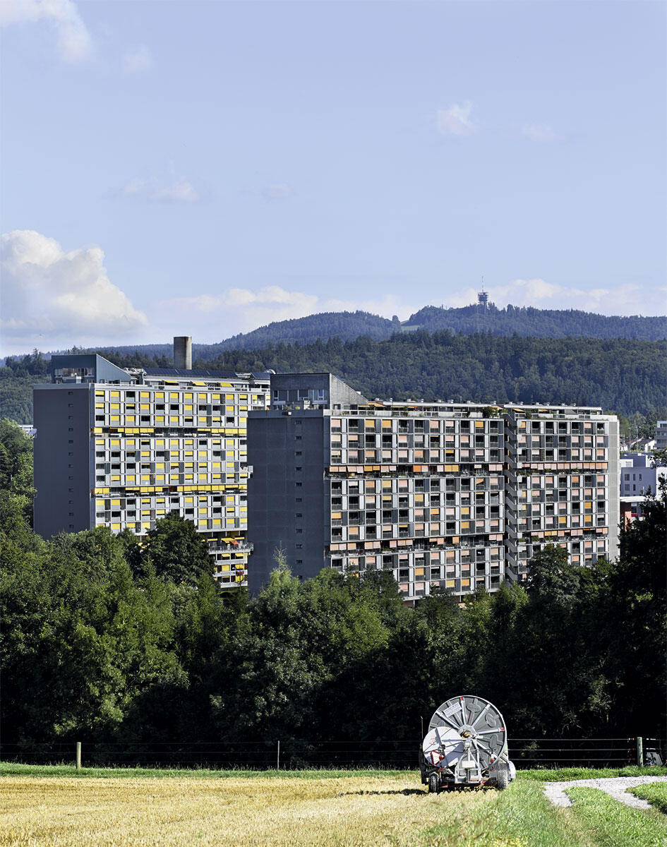 Die Berner Grosssiedlung Gäbelbach wird in Etappen erneuert. Den Block A (links) sanierten 2008 – 10 reinhardpartner architekten, das Nachfolgebüro von Hans + Gret Reinhard, die 1965–68 die Siedlung bauten.