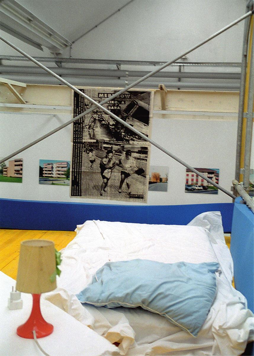 KraftWerk Sommer1995 – Ausschnitt der bewohnten Installation in der Shedhalle der Roten Fabrik.