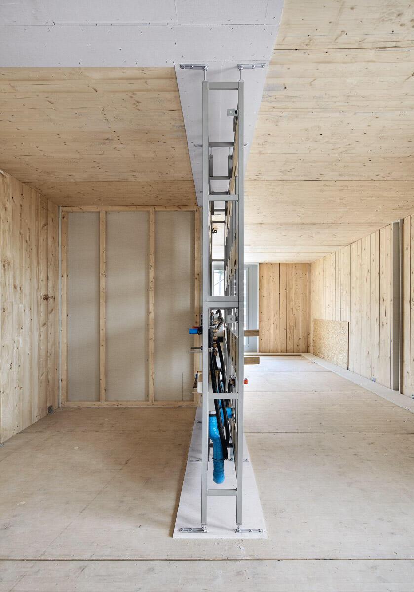 Die Auseinandersetzung mit einer klimagerechten Architektur führt Architekturschaffende näher ans Material, zwingt zu konzeptionellem Denken und konsequentem Konstruieren. Wohnhaus Badenerstrasse, pool Architekten 2010. Bild: Giuseppe Miccichè
