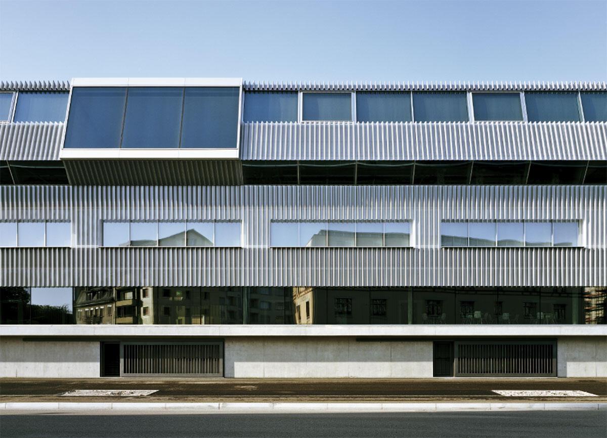 Ausschnitt Fassade: Einblick in die Konstruktion und funktionale Logik