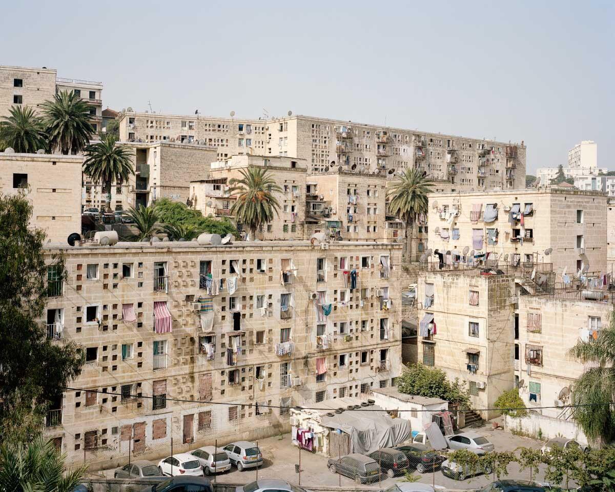 Die Cité de la promesse tenue mit rund 1550 Wohnungen gleicht Geschiebe am Hang und erinnert im Ausdruck an muslimische Architektur. Bild: Leo Fabrizio