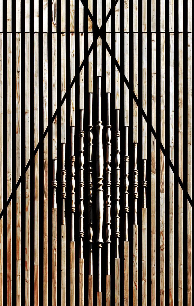 Porosität: Fassadendetail mit handgedrechselten Stäben.