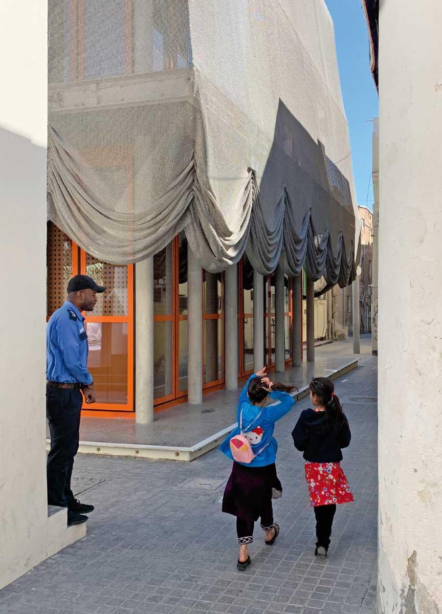 Neue Architekturen setzen kulturelle Glanzpunkte im Alstadtgefüge. Konzertsaal Dar al Jinaa von Office Kersten Geers David Van Severen. Bild: Manon Mollard