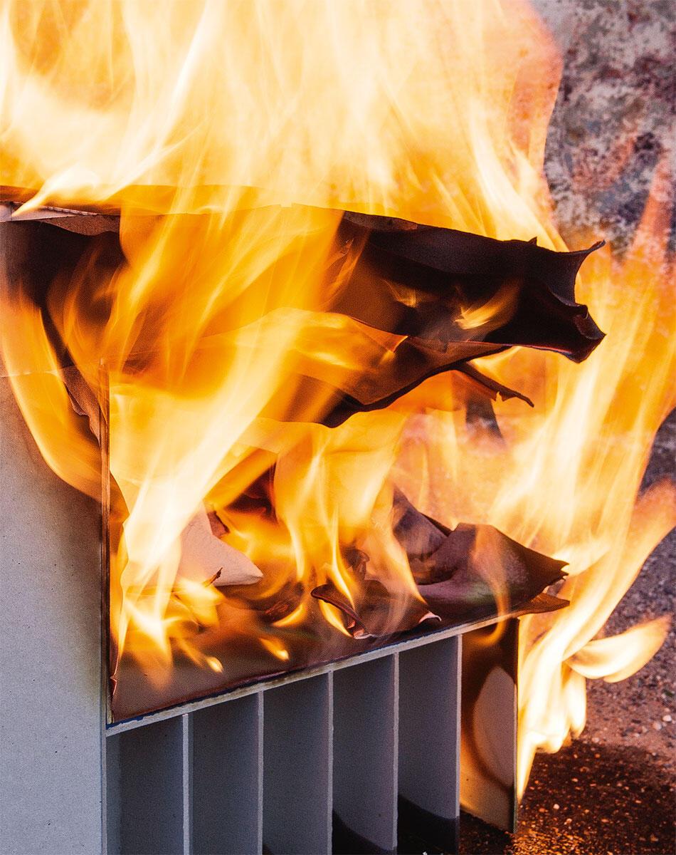 Architektur muss brennen! Damit der Phönix der Asche entsteigt, ist mit dem Brand auch immer ein Stoffwechsel verbunden.