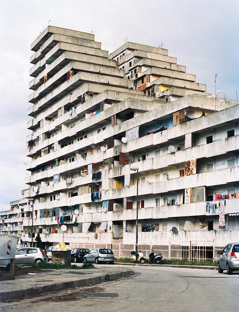 Bewohner und Aktivist Lorenzo Liparulo fordert den vollständigen Abriss der Vele und die Erstellung zahlbarer und anständiger Wohnungen.