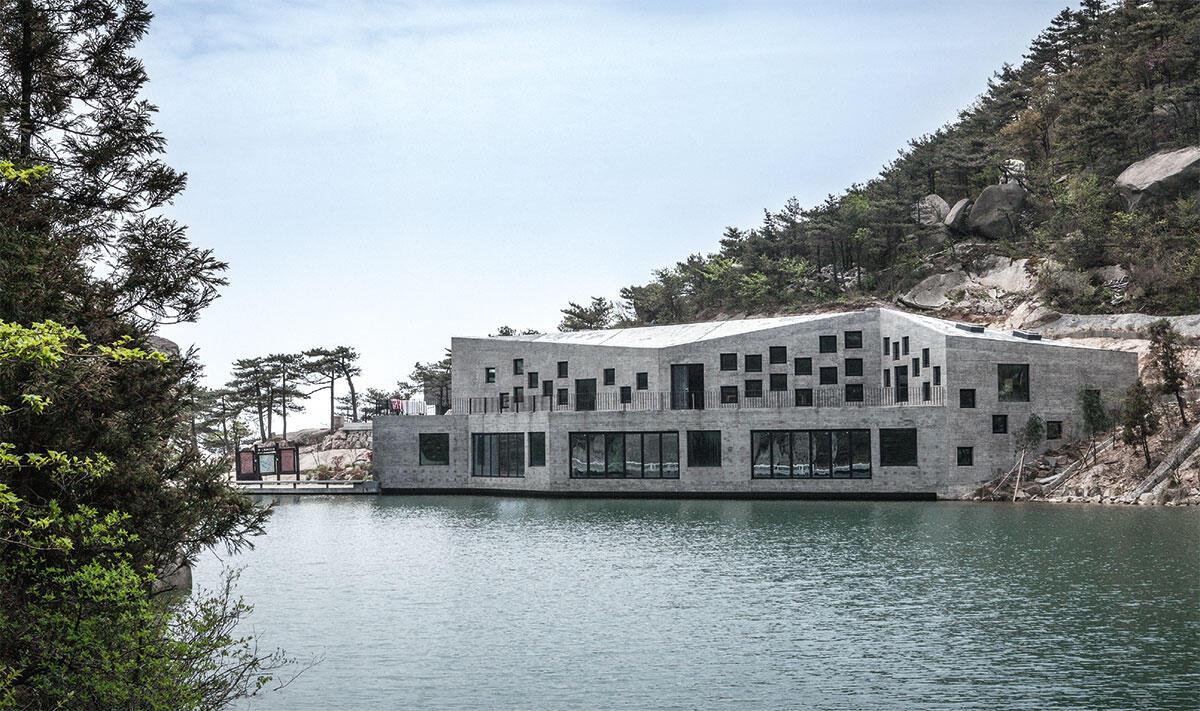 Baustelle ohne Zufahrt: Das Refuge Tian-zhushan ist ein Rasthaus und neue Tourismus-Infrastruktur am Berg Tianzhu, 350 km westlich von Shanghai.