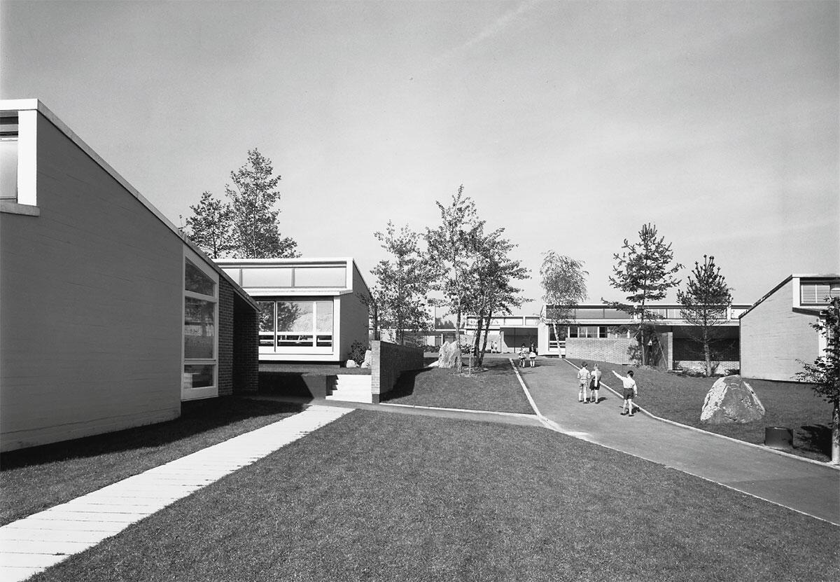 Primarschulhaus Chriesiweg in Zürich-Altstetten von Cramer Jaray Paillard (1957).